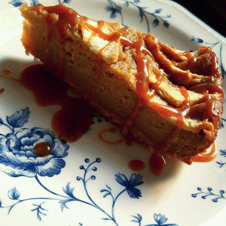 tarta de manzana con caramelo