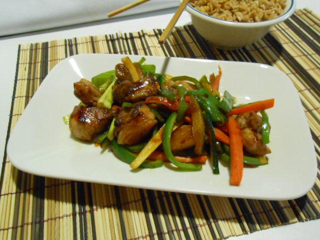 Tiras de cerdo con verduras salteadas