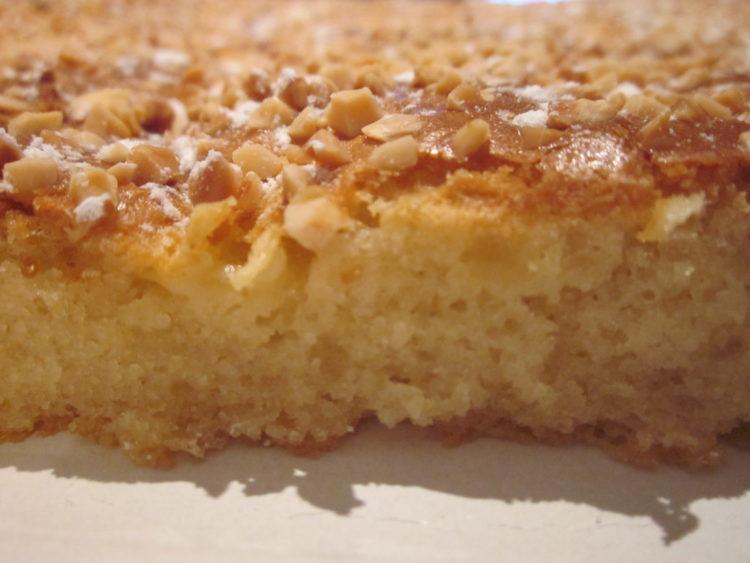 Bizcocho suave con crujiente de almendras y azucar for Bizcocho de yogur y almendra